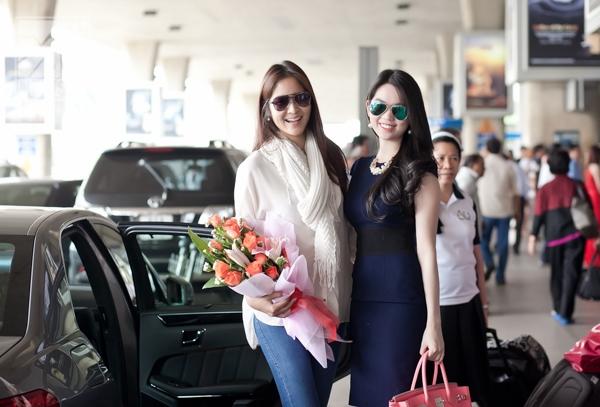 [Airport Style] Ngọc Trinh ra sân bay đón Hoa hậu Thái Lan sang Việt Nam
