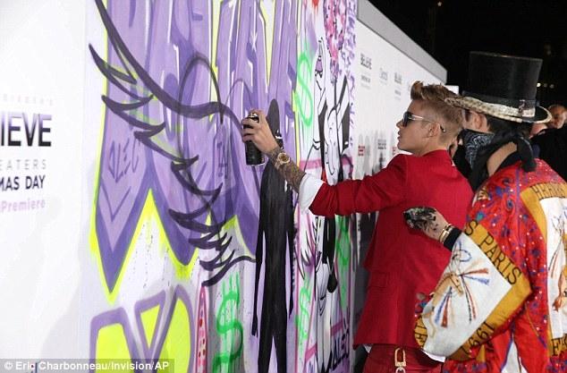 Justin Bieber vẫn còn yêu và nhớ Selena Gomez