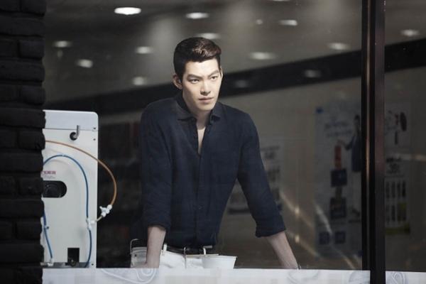 Young Do có vẻ là người xấu chuyên hiếp đáp bạn bè trong trường Đế Quốc, nhưng sau đó, khán giả đã dần dần thấy được những mặt đáng yêu, tình cảm bên trong con người anh ta. Young Do trở thành nhân vật đáng thương nhất của The Heirs khi mối tình đầu của anh chàng với Eun Sang (Park Shin Hye) không được đáp lại.