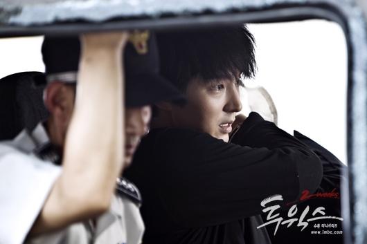 Jang Tae San (Lee Jun Ki) trong TwoWeeks là một anh chàng không có mục đích sống bỗng dưng bị kết tội giết người oan. Đồng thời anh cũng phát hiện mình có một cô con gái bị mắc bệnh máu trắng. Tae San chỉ có 2 tuần để cố gắng tự cứu bản thân cũng như tìm cách cứu chữa cho con gái. Lee Jun Ki hoàn toàn chinh phục khán giả qua vai diễn này.