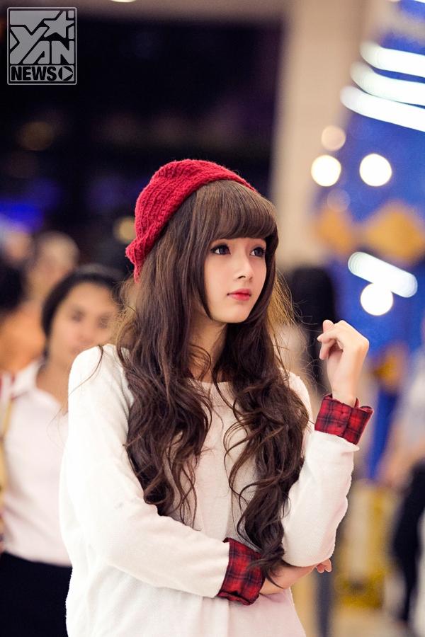 """Cùng """"Hot girl ảnh thẻ"""" dạo phố Sài Gòn đón Noel"""