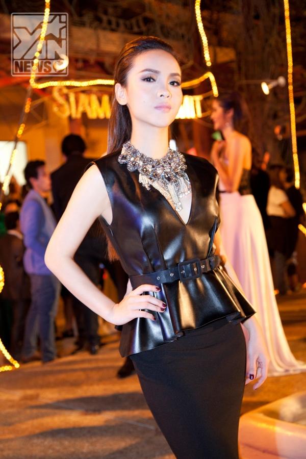 Yến Trang gặp gỡ dàn diễn viên chính phim Tình người uyên ma - Tin sao Viet - Tin tuc sao Viet - Scandal sao Viet - Tin tuc cua Sao - Tin cua Sao
