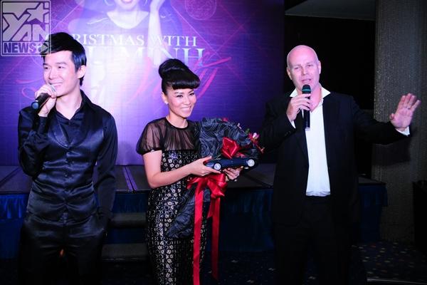 Với 1 năm nhiều thành công nhưng cũng có khá nhiều chuyện buồn của vợ, chồng Thu Minh đã tặng quà Giáng Sinh cho chị là một chiếc S Class sang trọng. - Tin sao Viet - Tin tuc sao Viet - Scandal sao Viet - Tin tuc cua Sao - Tin cua Sao