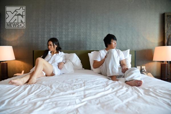 Thu Minh để ngực hờ hững ngồi trên giường với Thanh Bùi - Tin sao Viet - Tin tuc sao Viet - Scandal sao Viet - Tin tuc cua Sao - Tin cua Sao