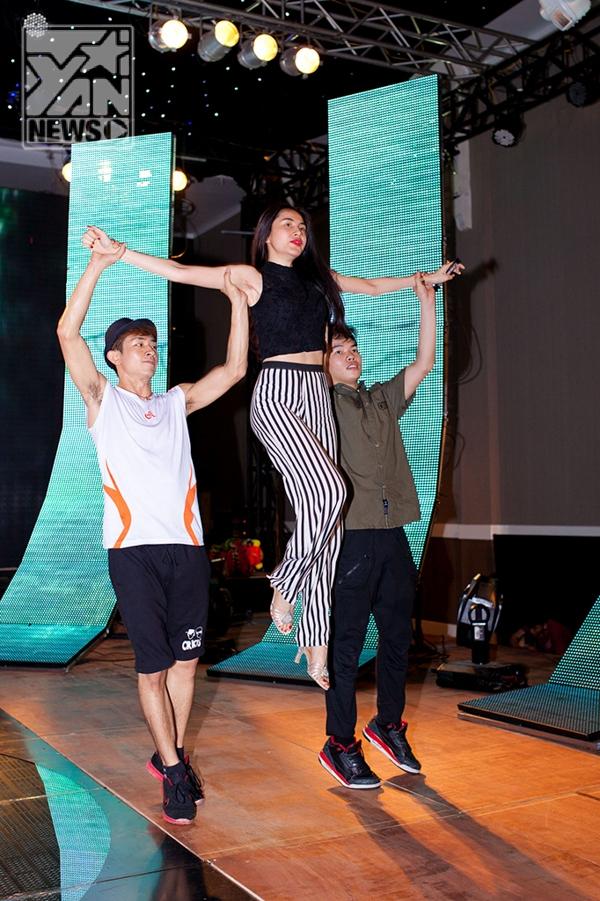 Thủy Tiên cuốn hút với phong cách gợi cảm trong Gala Nhạc Việt - Tin sao Viet - Tin tuc sao Viet - Scandal sao Viet - Tin tuc cua Sao - Tin cua Sao