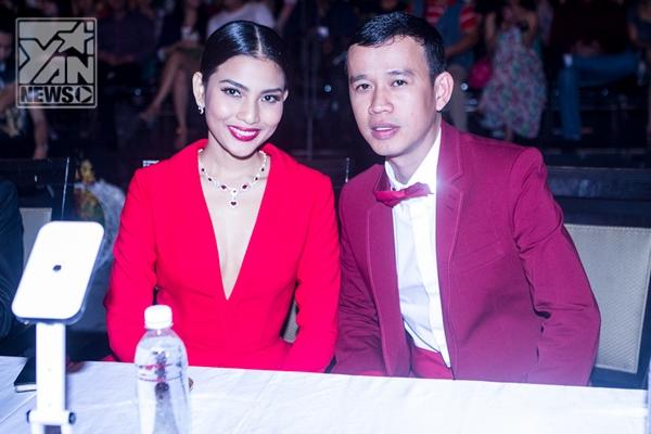 Phúc Nguyễn sánh vai các nam siêu mẫu đi làm giám khảo chung kết Fidol