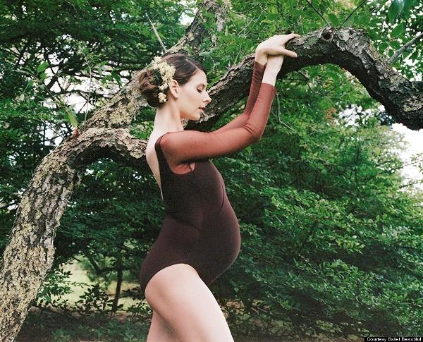Độc đáo nữ vũ công ballet có thai 9 tháng vẫn múa điêu luyện