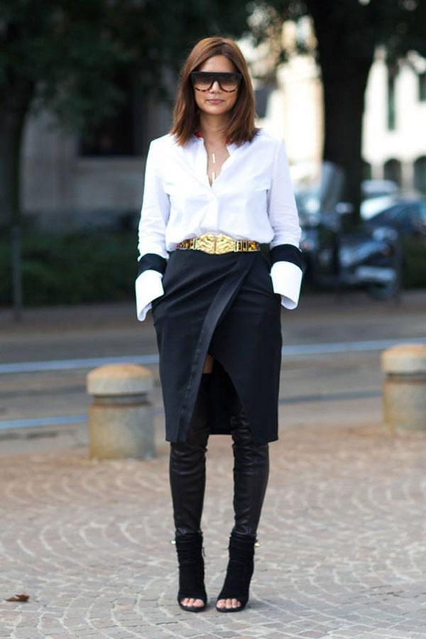 Một sự phá cách với tất da bóng mix cùng sơ mi, chân váy đen điểm nhấn là chiếc thắt lưng vàng sành điệu được ghi lại trong Tuần lễ thời trang Xuân/Hè tại London.