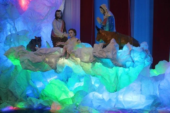 Đường Phạm Thế Hiển thường bị kẹt xe trong những ngày cận kề lễ Noel vì hàng ngàn người đổ về tham quan.