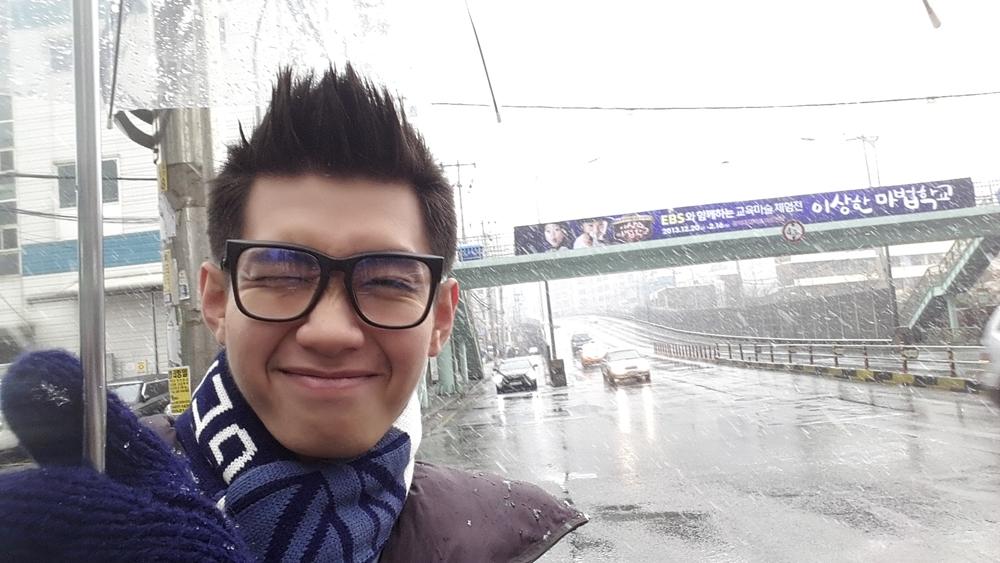 Mặc trời lạnh, Quang Đăng vẫn nhảy dưới tuyết rơi -8 độ