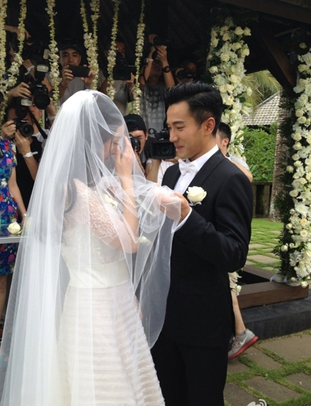 Dương Mịch và Lưu Khải Uy hạnh phúc trong ngày cưới