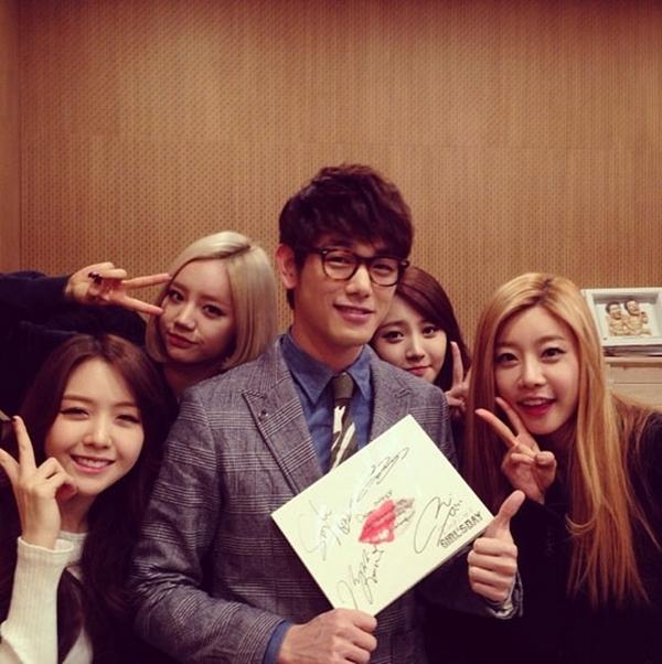 """Eric Nam ủng hộ các thành viên nhóm Girl's Day :"""" hãy cùng nghe ca khúc Something của Girl's Day"""""""