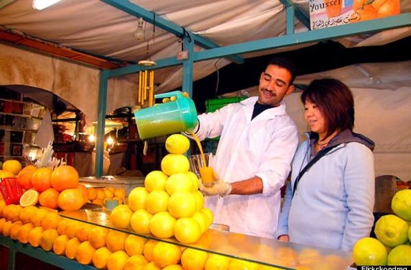 Kế đến là món ăn được ca ngợi là đồ uống ngon nhất thế giới - nước cam vắt của Morocco.