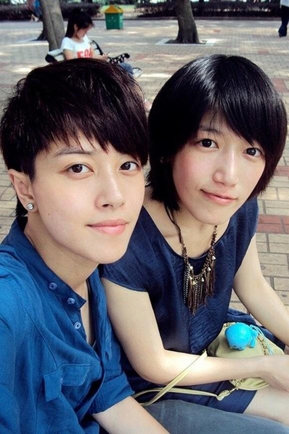 Hình ảnh Yachen Xing bên bạn bè.