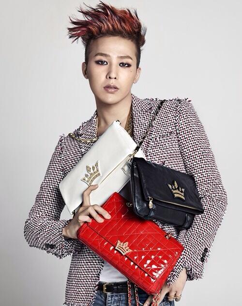 G-Dragon cực chất khi khi khoác túi xách nữ