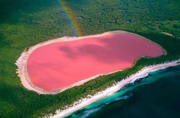 Hồ nước màu hồng kỳ lạ tại Úc