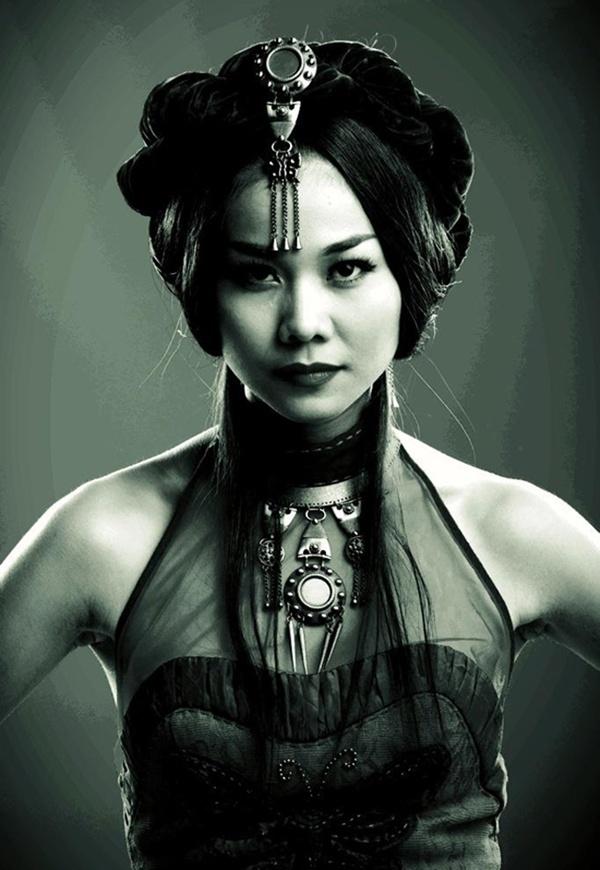 Cô nàng siêu mẫu chân dài nhất Việt Nam với tạo hình chính trong phim