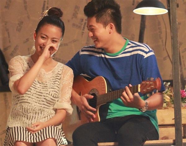 Hoàng Thùy Linh và bạn diễn Harry Lu trong phim