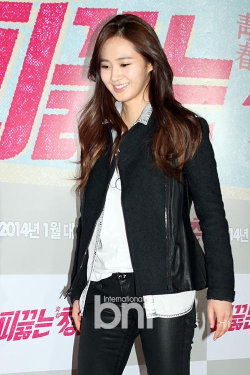Yuri (SNSD) cá tính đến ủng hộ phim của Lee Jong Suk