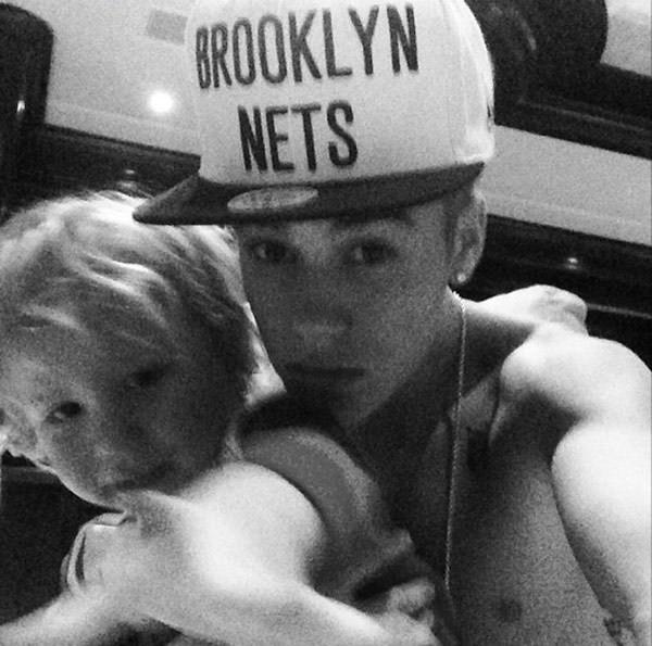 Em trai của Justin rất đáng yêu