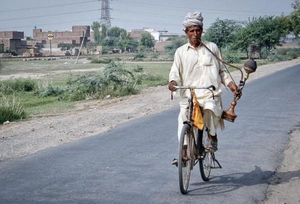 Vừa đạp xe vừa hút shisa thì quá nghệ rồi