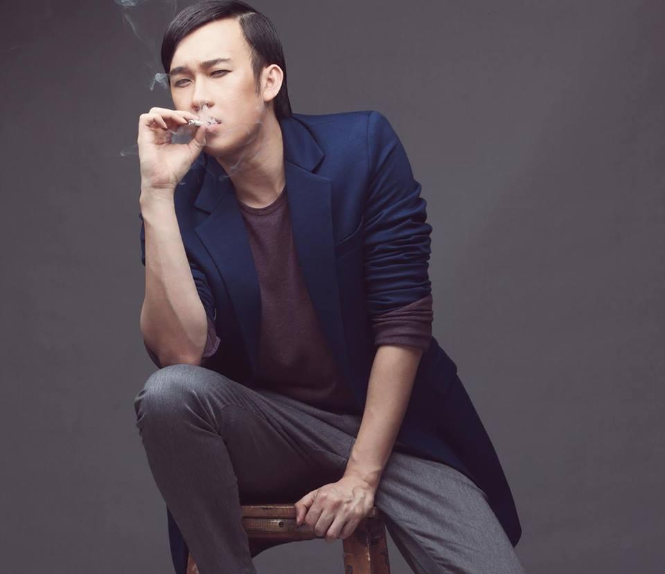 Dương Triệu Vũ đăng tải hình ảnh cầm điếu thuốc phì phèo, nhưng hầu như những bình luận đều nhận xét rằng Dương Triệu Vũ trong tấm hình này...giống hệt Hoài Linh.