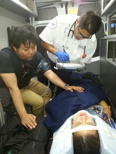 Những hình ảnh của Quang Lê và ca sĩ Lam Anh khi bị tai nạn lật xe khá nặng vào tháng 9/2013 trên đường đi diễn về tại Mỹ. - Tin sao Viet - Tin tuc sao Viet - Scandal sao Viet - Tin tuc cua Sao - Tin cua Sao