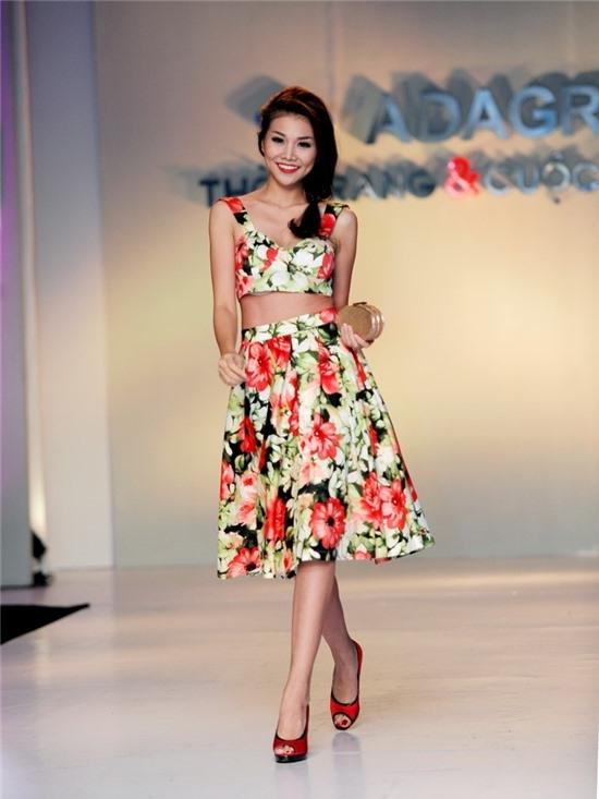 Muôn kiểu khoe eo gợi tình nhất của mỹ nhân Việt