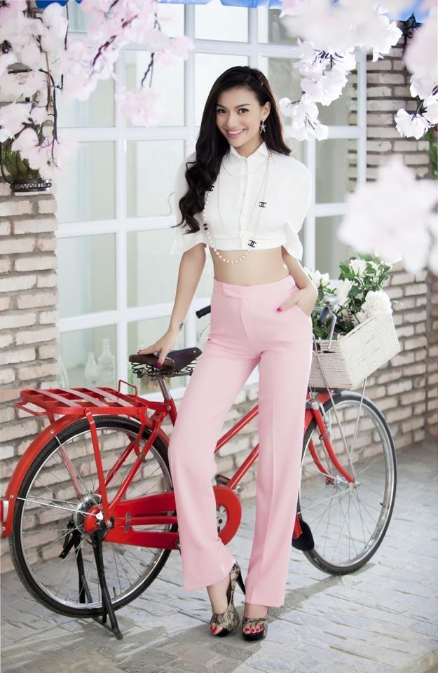 Hồng Quế là người mẫu nổi tiếng có vòng eo thon.