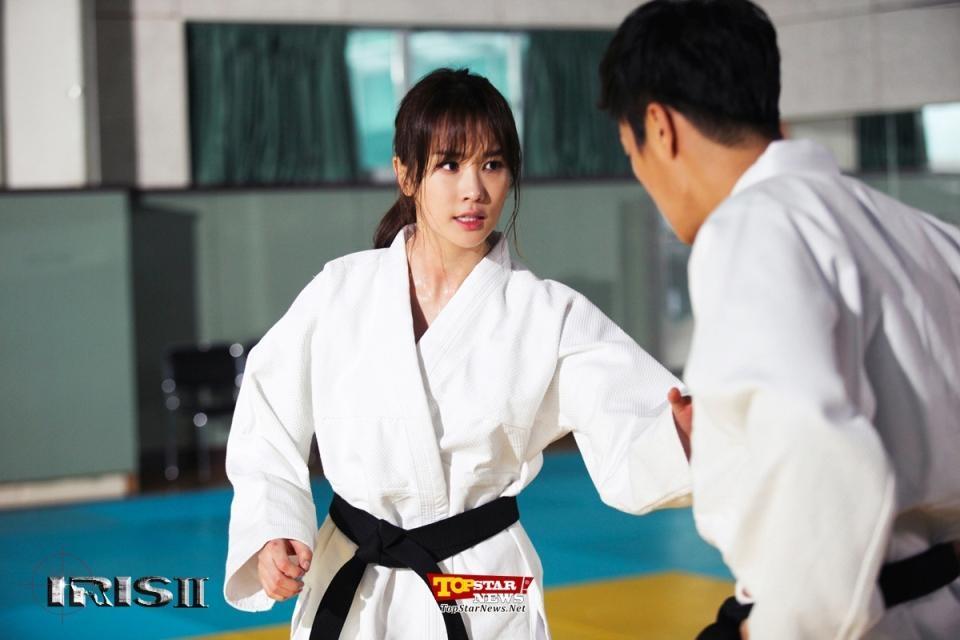 Sao Hàn quyến rũ và mạnh mẽ khi mặc võ phục