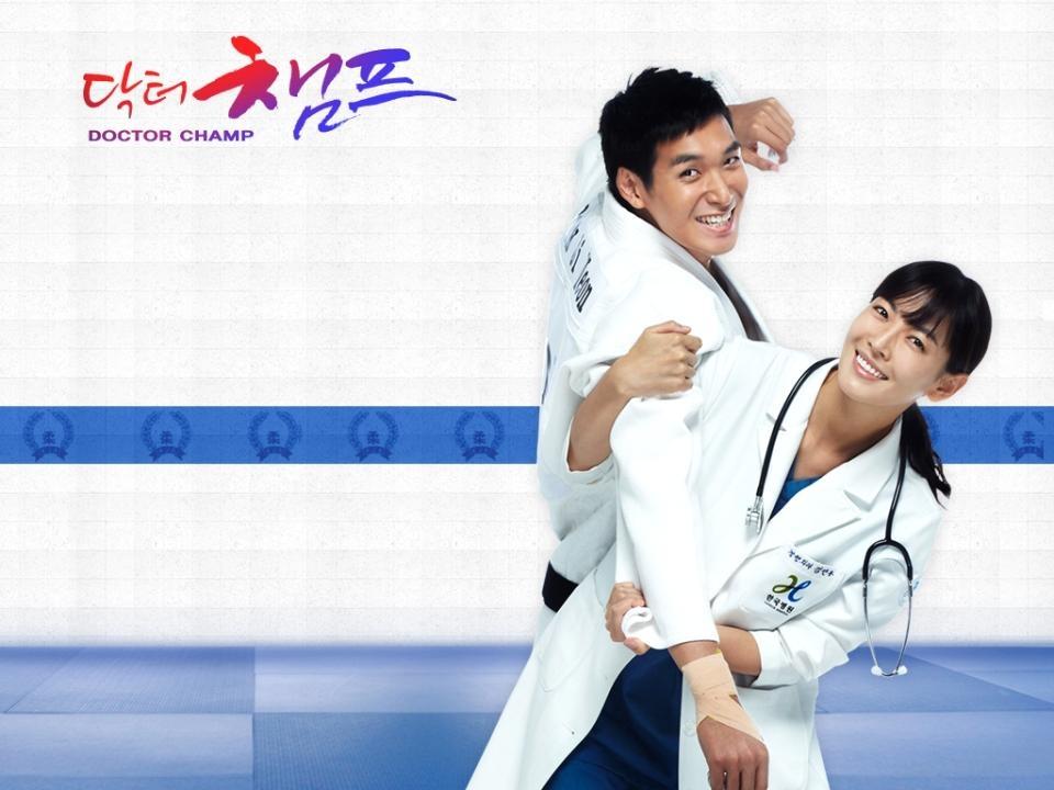 Dàn diễn viên chính của Dr Champ, Kim So Yeon và Jung Gyu Woon cũng có những cảnh phải tung quyền cước