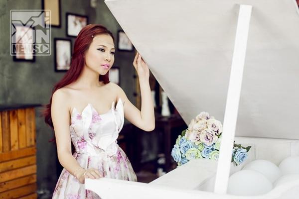 Đàm Thu Trang tăng tốc với album Mặt trăng ôm mặt trời