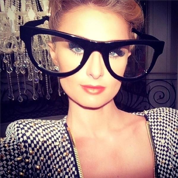 Paris Hilton đã có một quyết định sai lầm khi chọn cái kính này