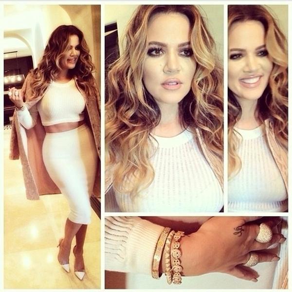 Khloe Kardashian khoe một bộ trang phục mới