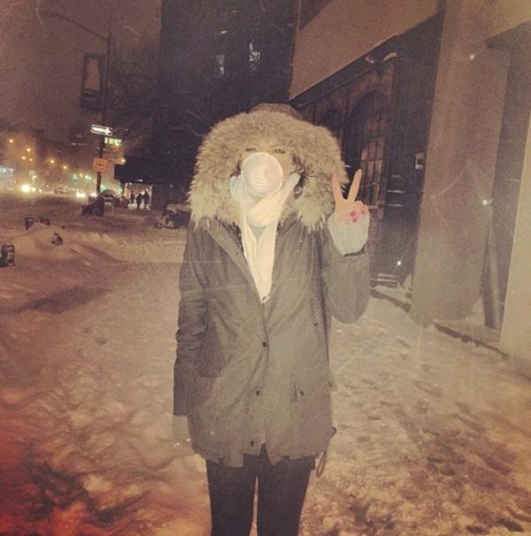 Lindsay Lohan trang bị ấm áp trong trận bão tuyết ở New York
