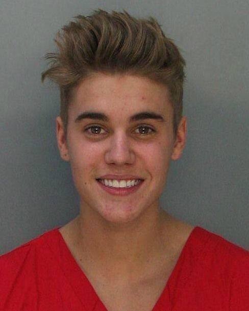 Hình ảnh Justin Bieber trong trại tạm giam.  Biên bản bắt giữ của cảnh sát Miami.