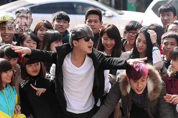 Dàn hotboy, hotgirl của Young Music bị hàng ngàn teen Thái Nguyên quây kín