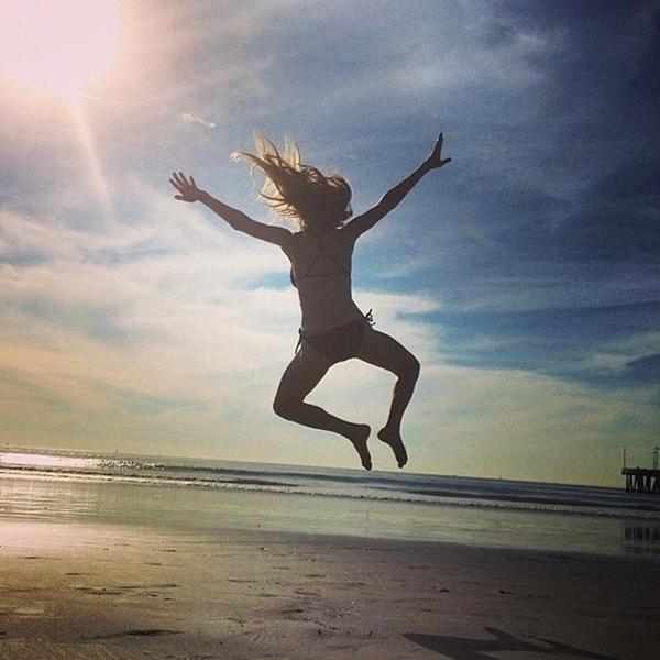 """Amanda Seyfried """" nhảy """" trong ánh nắng mặt trời, cô tỏ vẻ thích thú"""