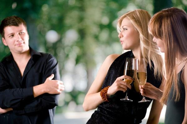 Bản chất của đàn ông: Có vợ thì tán gái càng hăng