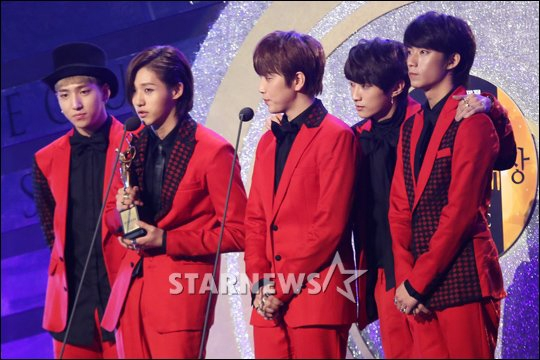 EXO chính thức trở thành ông vua của những giải thưởng