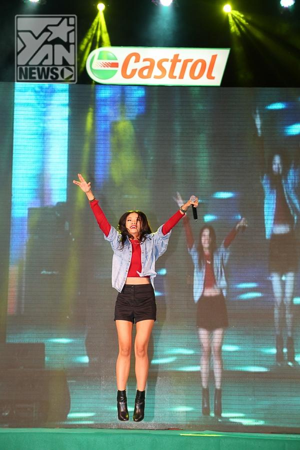 Phạm Anh Khoa quậy tưng bừng cùng fan trên sân khấu - Tin sao Viet - Tin tuc sao Viet - Scandal sao Viet - Tin tuc cua Sao - Tin cua Sao