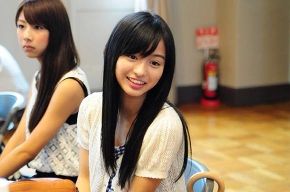 Cô gái 15 tuổi đốn tim cư dân mạng Nhật Bản