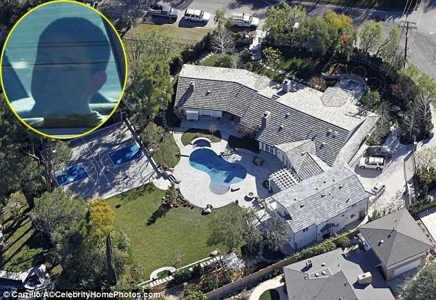 Người đàn ông 19 tuổi bị bắt vì cố ý xâm phạm nơi ở của Selena.