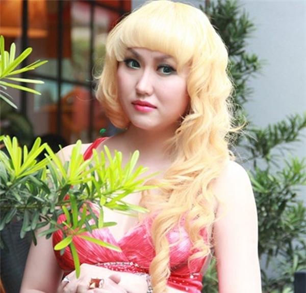 Phi Thanh Vân gặp nhiều phiền phức khi chuyển đổi màu da từ nâu sang trắng