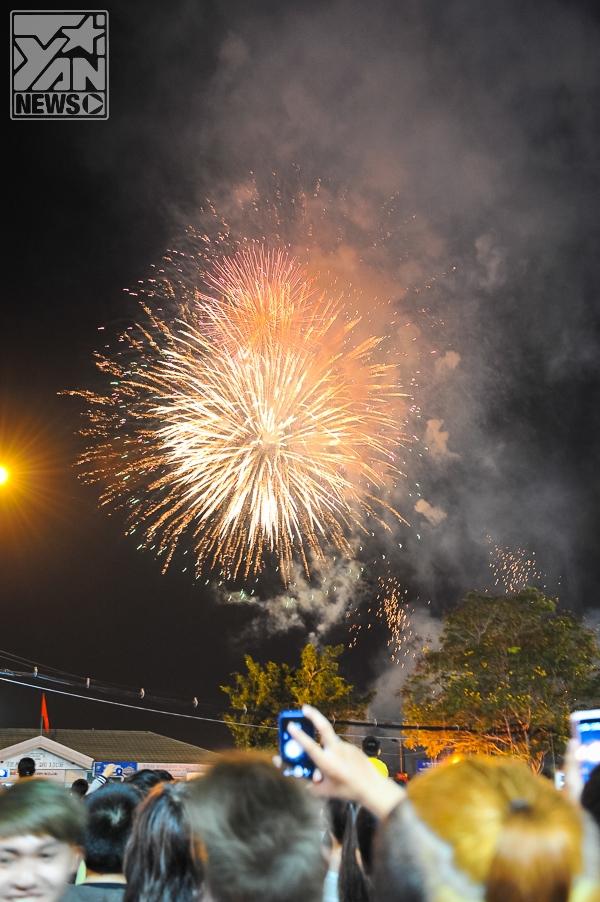 [Nhật ký Tết] Đêm giao thừa rực rỡ sắc màu của người dân Sài Gòn