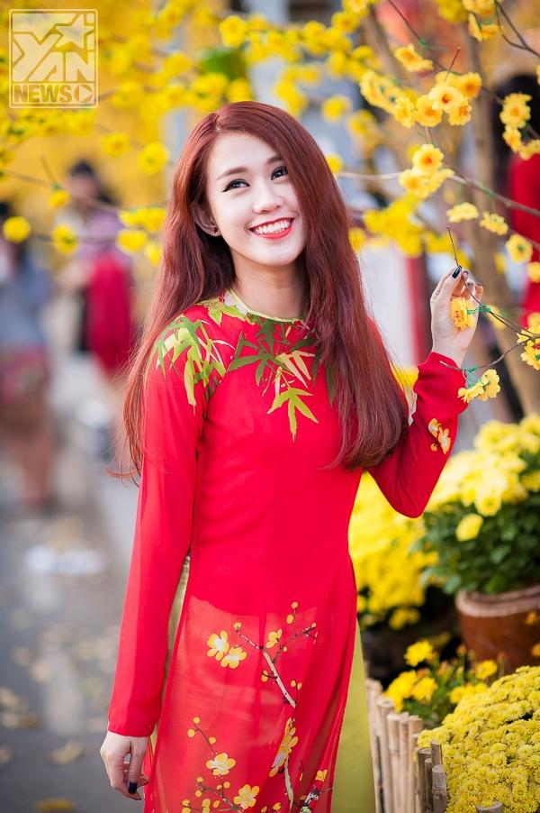 Ngọc Thảo rủ rê MLee diện áo dài dạo phố đầu xuân