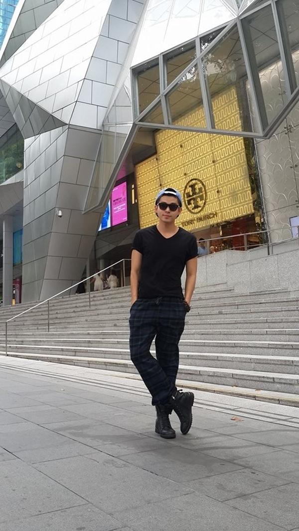 Jun (365) khoe ảnh dạo phố Singapore