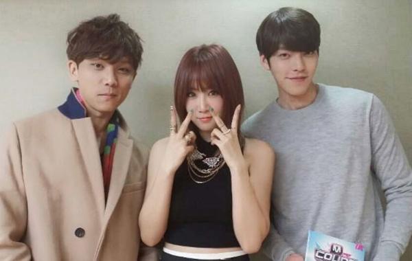 Soyou (SISTAR )đã tweet một bức ảnh với Junggigo và Kim Woo Bin từ Mnet M COUNTDOWN