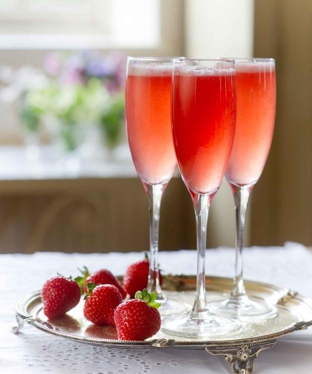 Ngắm nhìn những món đồ uống sắc hồng rực rỡ ngày Valentine
