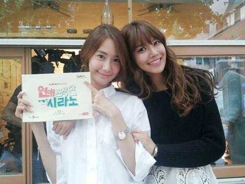 """Yoona đến thăm phim trường """"Trung tâm mai mối"""" khi Sooyoung tham gia diễn xuất"""